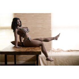 Femme exotique noire en TPE- Nuru - 158 cm